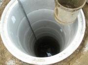 Бурение глубоких скважин. Следующим шагом после бурения является установка обсадной трубы  с обязательным затрубным цементированием.