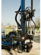 Бурение скважин малогабаритной установкой. После определения с местом бурения скважины, доставляется буровая установка к месту бурения.