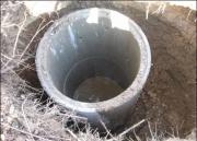 Бурение скважин на воду цена. Применение новых технологий с использованием для обсадки дополнительных пластиковых труб позволяет увеличить срок службы скважины.