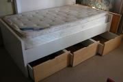 Сборка кровати с ящиками.  Выдвижные ящики у кровати должны быть хорошо отрегулированы и не приносить никаких...