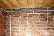 Замена проводки в частном доме. замену проводки лучше сделать, когда планируется капитальный ремонт.