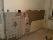 Делаю ремонт квартир. После демонтажа старого оборудования на кухне обязательно выравниваются стены.