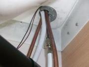 Демонтаж душевой кабины. Отсоединение душевой кабины от систем водоснабжения и электричества.