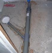 Демонтаж канализации. Делая капитальный основательный ремонт в квартире желательно заменить старые трубы на пластиковые.