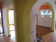 Элитный евроремонт. Разделение комнат арками придает интерьеру.