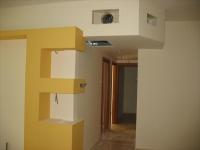 Eвроремонт 2 х комнатной квартиры. При отделке кухни в 2 х комнатной квартире можно сделать дополнительные функциональные угловые полки.