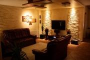 Евроремонт двухкомнатной квартиры. Гостиная с оригинальной отделкой стен объемными панелями.