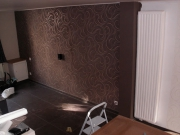 Евроремонт двухкомнатной квартиры. Отделка стены объемной бархатной тканью.