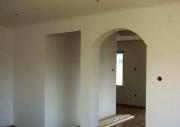 Евроремонт квартир. Часто арки и ниши служат для дополнительного расширения пространства и освещения.