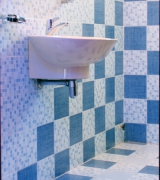 Евроремонт туалета. Евроремонт предполагает полную замену всей сантехники новой, отвечающих последним  технологическим достижениям.
