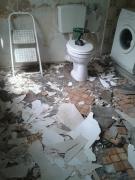 Евроремонт ванной. Демонтажные работы в старом санузле - самый первый и грязный этап работы.