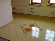 Фирмы по ремонту квартир. Диагональная укладка плитки в ванной комнате.
