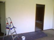 Хороший мастер по ремонту квартир. Оштукатуренные стены перед дальнейшей отделкой.