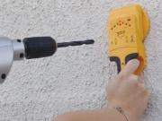 Как найти проводку. При поиске скрытой проводки используются специальные детекторы или тестеры.