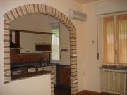 Капитальный ремонт квартир цена. Большая арка, которая разделила кухню и комнату и зрительно расширила пространство.