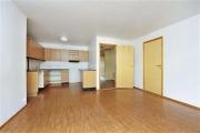 Капитальный ремонт однокомнатной квартиры. Укладка ламината в однокомнатной квартире.