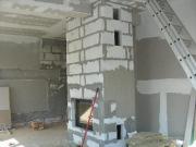 Компании по ремонту квартир. Устройство камина в гостиной. комната во время ремонта.