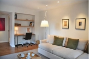 Косметический ремонт квартир, частные мастера. Комната после ремонта. Дверной проем превратился в удобную нишу.