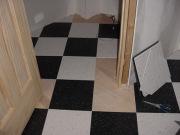 Косметический ремонт квартир. Частичная замена расколотой плитки - экономичное решение при косметическом ремонте.