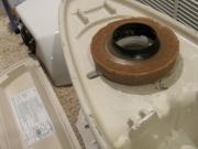 Крепление унитаза к полу. Перед креплением унитаза к полу необходимо проверить соответствие диаметра слива канализации диаметру выпуска унитаза.
