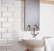 Крепление зеркала к стене. Крепление зеркала на кафельную плитку в ванной - частая услуга, которую оказывают наши мастера.