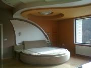 Квартира под ключ цена. Спальня со сложным дизайном потолков и стен. Для нас нет невыполнимых задач!