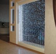 Квартира под ключ цена. Перегородка со световым эффектом придает квартире фантастический вид.