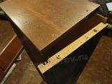 Мастер по ремонту шкафов. Хорошо соединить детали в  мебели из ДСП помогут дюбеля.