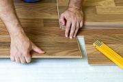 Мастер по укладке ламината. На нашем сайте вы легко сможете найти ответственных и опытных мастеров по укладке ламината.