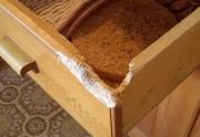 Мастерская по ремонту мебели. Поврежденный ящик кухонного стола.