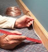 Мелкий ремонт квартир. Спрятать лишние провода под плинтус - эту работу быстро выполнят наши мастера.