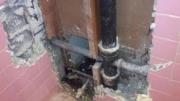 Монтаж демонтаж чугунной канализации. Для того, чтобы правильно провести демонтаж чугунных труб, необходимо иметь знания и огромный опыт работы.