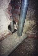Монтаж демонтаж чугунной канализации. Из-за довольно низкого коэффициента линейного расширения чугунные трубы можно без проблем бетонировать.