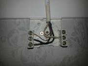 Монтаж электропроводки дома. Способы крепления проводов используются различные.