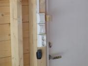 Монтаж электропроводки в деревянном доме. Установка выключателей и розеток открытым способом.