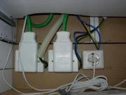 Монтаж электропроводки. В современных офисах требуется большое количество розеток для подключения компьютеров и другой оргтехники.