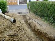 Монтаж канализации в частном доме. Трубы ПВХ идеально подходят для отвода сточных вод.
