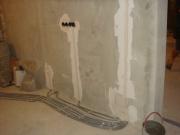 Монтаж проводки в квартире. Электропроводка должна размечаться и прокладываться с учетом норм, устанавливающих расстояния всех элементов электропроводки от пола, трубопроводов, оконных и дверных проемов.