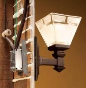 Монтаж проводки. Для подключения к осветительной электросети светильников применяют гибкий медный провод сечением не менее 0,75 мм2.