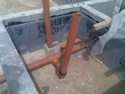 Монтаж систем канализации. Монтаж системы канализации проходит еще на этапе строительства фундамента.