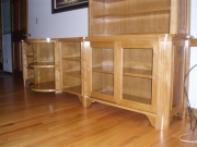 Обновить мебельную стенку. Стенка после обновления стала красивым украшением интерьера и радует своей свежестью.