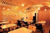 Отделка кафе деревом. Удивительные свойства дерева привлекают строителей и дизайнеров.