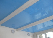 Отделка кафе. Зеркальный потолок голубого цвета создает ощущение неба.