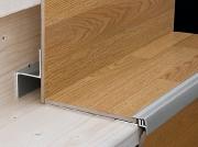 Отделка лестницы ламинатом. При отделке ступеней ламинатом есть свои нюансы. Лучше обратитесь к специалисту!
