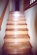 Отделка лестницы ламинатом. В настоящее время лестницы часто стали покрывать ламинатом. Эта новая технология получила большую популярность благодаря эффектному внешнему виду и достаточно невысокой цене.