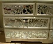 Отделка мебели. Шкаф, отделанный маленькими зеркалами - удивительное украшение интерьера!