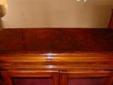 Отделка мебели. Поверхность комода после отделки.