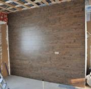 Отделка стен ламинатом. Помещение, стены или одна из стен которого покрыты ламинатом, выглядит необычно и современно.