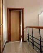 Отделка входной двери ламинатом. Стальные двери с отделкой панелями ламинат устанавливаются в квартиры и офисы.