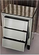 Отделка зеркалом. Все большей популярностью пользуется отделка мебели зеркальным полотном.